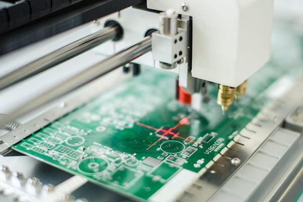 Maquina de montagem de circuitos na vibracon sistemas inteligentes